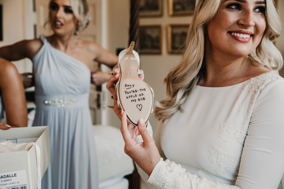 gift from groom to bride