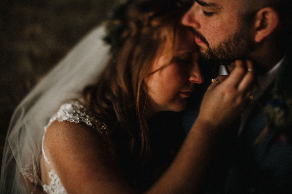 freelensing image of bride and groom kissing
