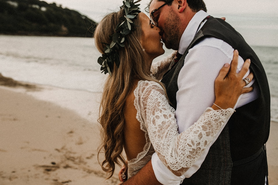 bride and groom kissing on the beach in Carbis Bay