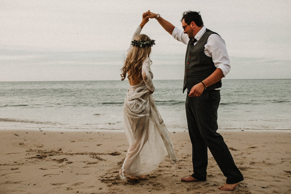 couple dancing on the beach , beach wedding