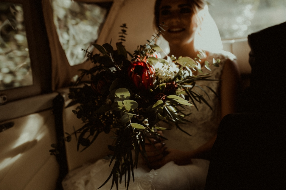 bride holdig moutan bridal bouquet in wedding car
